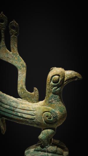 三星堆青铜树上的太阳鸟