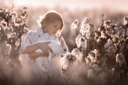 孩子,女孩,披肩,性质,灌木,棉花,分支机构,动物,兔子,Sveta Butko