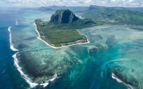 绚丽的毛里求斯海岸线风景