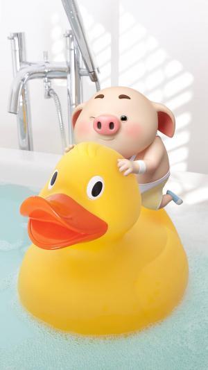 骑在小黄鸭身上的可爱猪小屁