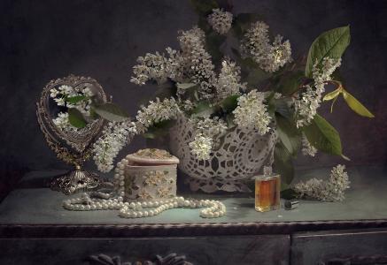 阿纳斯塔西娅Soloviova,床头柜,花瓶,树枝,樱桃,瓶,香水,香水,棺材,镜子,珠子,项链,珍珠