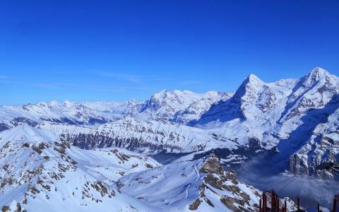 瑞士雪郎峰的雪景
