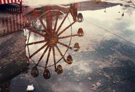 旋转木马,摩天轮,水坑,反射