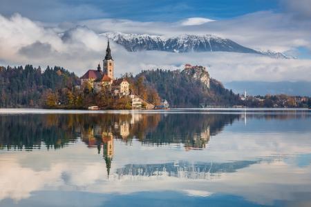 城堡,湖,森林,山,天空,云,反射,Pawel Uchorczak