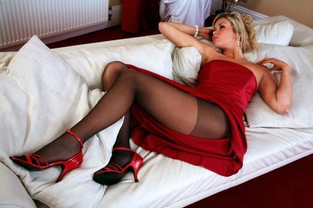 利亚,红色的鞋子,连裤袜,红色的裙子,双腿