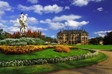 德国,德累斯顿,德累斯顿,宫殿,花园,草坪,树,雕塑,花圃,鲜花,天空,云