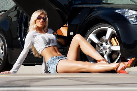 女孩,金发,看,胸部,图,短裤,汽车