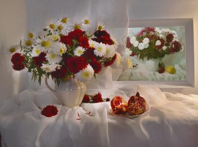 瓦伦蒂娜Kolova,静物,静物,水罐,鲜花,菊花,面料,面纱,板,水果,石榴,图片