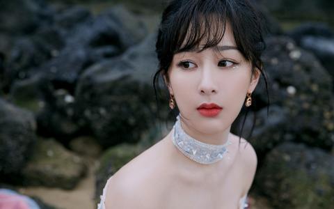 杨紫浪漫仙气性感迷人写真