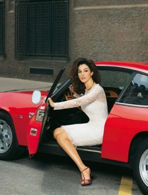 墙,窗,勃艮第汽车,美丽,长腿的女人,着名女星莫妮卡贝鲁奇