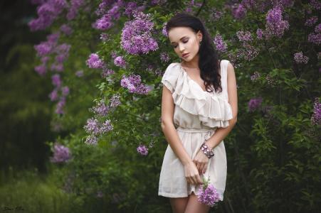 女孩,安吉丽娜佩特洛娃,手镯,衣服,美女,乌克兰,布鲁内特,丁香,美丽,别致,叶子,肖像,散景,温柔
