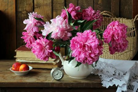 表,花瓶,鲜花,牡丹,书籍,篮子,餐巾,时钟,闹钟,水果,桃子