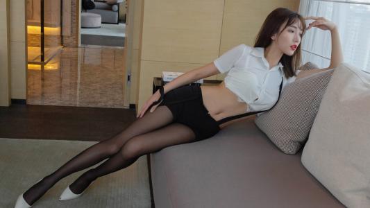 性感美女黑丝美腿诱惑