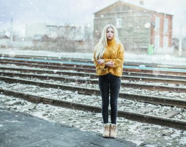 女孩,长长的头发,金发碧眼,冬天,铁轨,基拉空