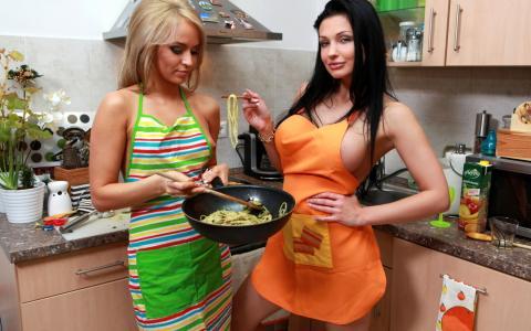 两个女孩,厨房,阿莱塔,烹饪,厨房,女孩,色情明星