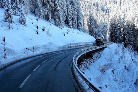 高速公路,汽车,山,雪,树