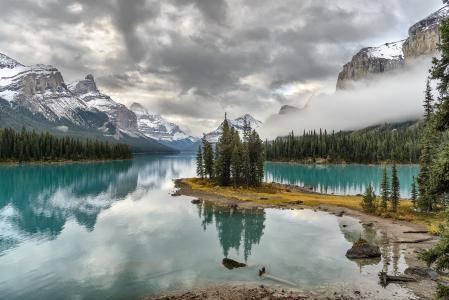灵魂之岛,加拿大,落基山脉,碧玉,湖泊,倒影,谢尔盖·佩斯特列夫