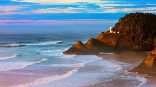 灯塔,在山腰上,树木,海滨,傍晚的天空,彩云