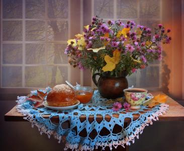 表,餐巾,静物,水罐,鲜花,紫苑,叶子,枫,杯,茶,馅饼,窗口
