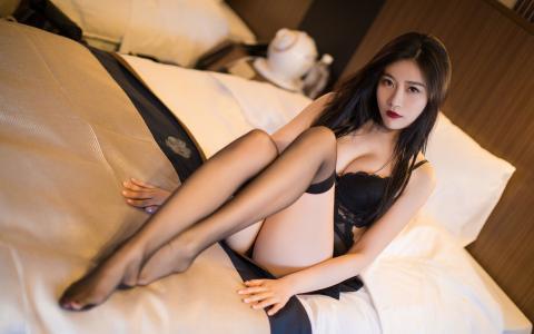 性感妩媚撩人丝袜的极品美女