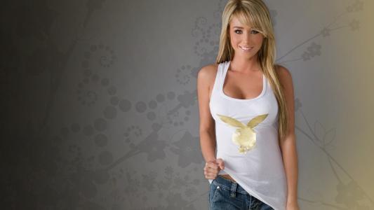 金发,牛仔裤,T恤