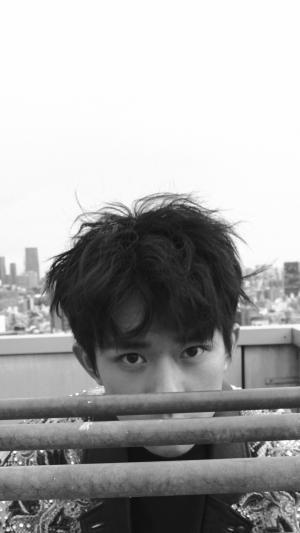 小鲜肉易烊千玺黑白杂志时尚艺术写真