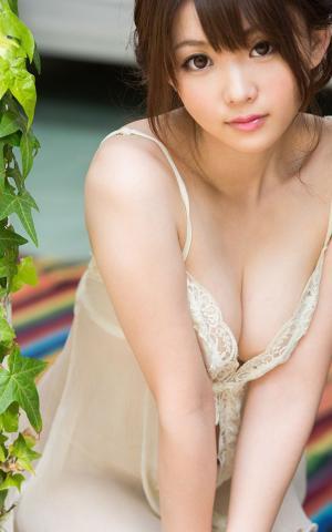 性感迷人的吊带睡衣大胸美女私房写真