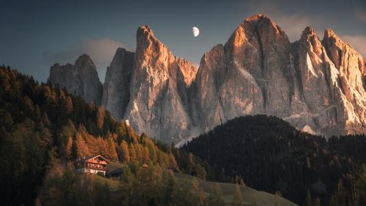 阿尔卑斯山的黄昏