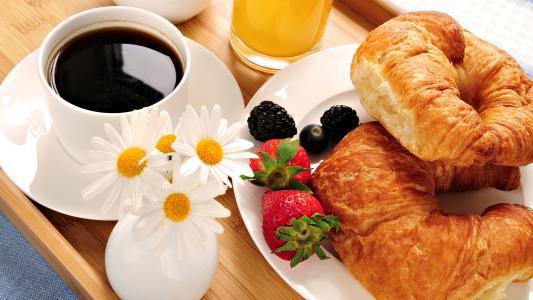 果汁,草莓,羊角面包