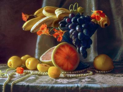 阿纳斯塔西娅Soloviova,表,布,花瓶,水果,香蕉,束,浆果,葡萄,李子,葡萄柚,鲜花,旱金莲,珠子,项链,珍珠,静物