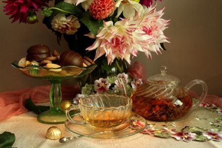 静物,鲜花,大丽花,茶壶,杯子,茶,甜点,花瓶,饼干,糖果,餐巾