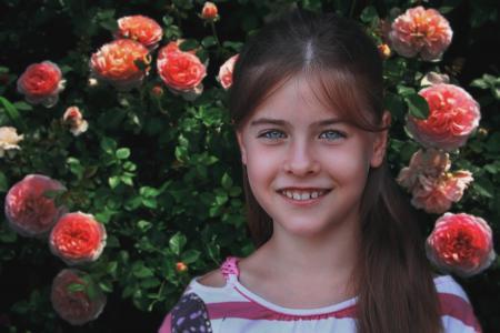 女孩,蓝眼睛,玫瑰,看,微笑