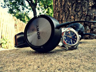 耳机的组合,和39岁的手表。