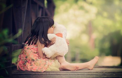 Yoanna Stancheva,小孩,女孩,桥,板,衣服,玩具,熊,拥抱