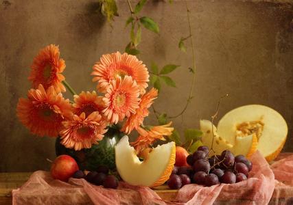 静物,花瓶,鲜花,非洲菊,甜瓜,浆果,葡萄,水果,苹果,板,布