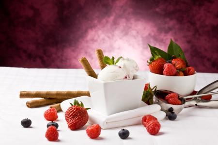 草莓,蓝莓,冰淇淋,覆盆子,浆果,吸管