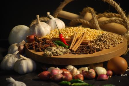 胡椒,大蒜,香料,香料,肉桂,丁香