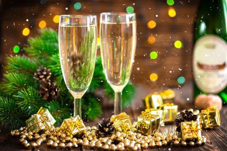 节日,新年,圣诞节,板,分支机构,针,云杉,视锥细胞,眼镜,瓶,香槟,饰品,珠,散景