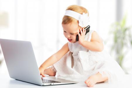 孩子,女孩,业务时尚,笔记本电脑,电话,宏观照片,儿童,积极,心情,2015年