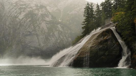 阿拉斯加的石头,水,瀑布,森林,树木,岩石,美景,沉默