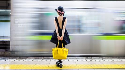女孩,火车,包,帽子
