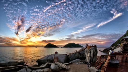 """泰国,泰国湾,涛岛,""""海龟岛"""",晚上,岸边,石头,观景台,咖啡馆,游客,天空,云,日落,放松的天堂"""