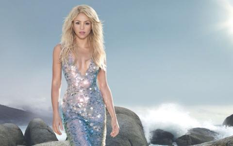 夏奇拉,夏奇拉,歌手,金发,长长的头发,礼服,看,太阳,天空,海,石头
