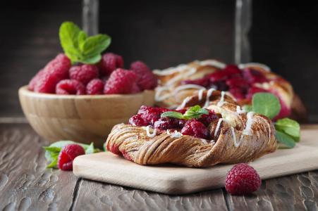 Oxana Denezhkina,食品,板,糕点,粉扑,碗,浆果,覆盆子,叶子,薄荷