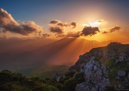 天空,云,太阳的光芒,日落,山,高原切尔诺戈尔,通过Alexey Drangovsky