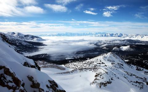 冬天里的冰山雪景