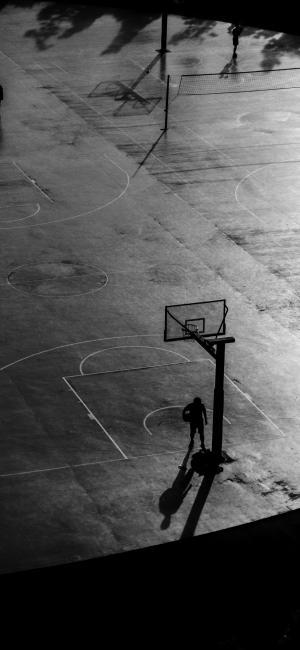灰色滤镜下的篮球场