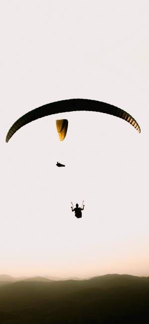 惊险刺激的跳伞
