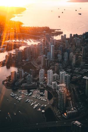 黄昏下繁华的都市风光