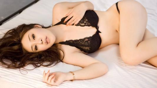 美女性感妖娆的情趣内衣写真